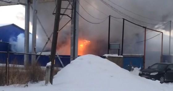 ВПерми огонь подобрался кскладу спиротехникой, есть пострадавшие