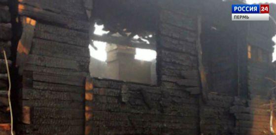 В деревне Мостовой дотла сгорел двухэтажный дом