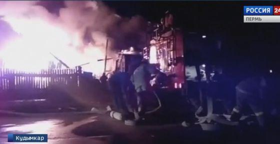 На пожаре в Кудымкаре взорвались газовые баллоны