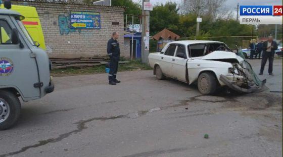 В Кунгуре «Волга» столкнулась со спецмашиной