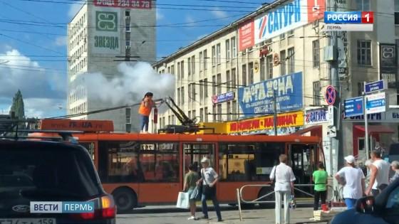 У пермского троллейбуса загорелись «рога»