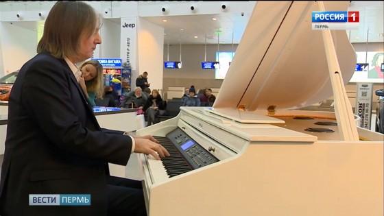 Пассажиров Большого Савино встречали и провожали под звуки белого рояля
