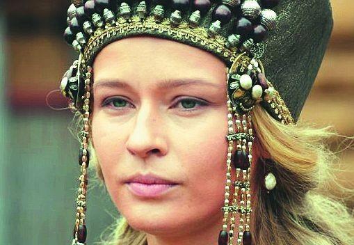 «Янемогла встать»: Юлия Пересильд сорвала спектакль из-за болезни