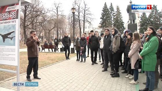 Выставка «Завод и город» открылась в сквере возле Театра оперы и балета