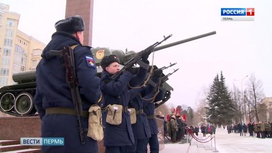 В Перми прозвучали залпы в честь Дня защитников Отечества