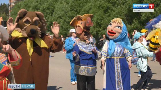 В Добрянке прошел уникальный карнавал кукол