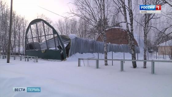 В Кочевском районе рухнуло здание школьного спортзала