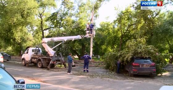 В Перми ураганом повредило новый Порш