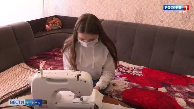 В Кудымкаре студенты колледжа шьют защитные маски