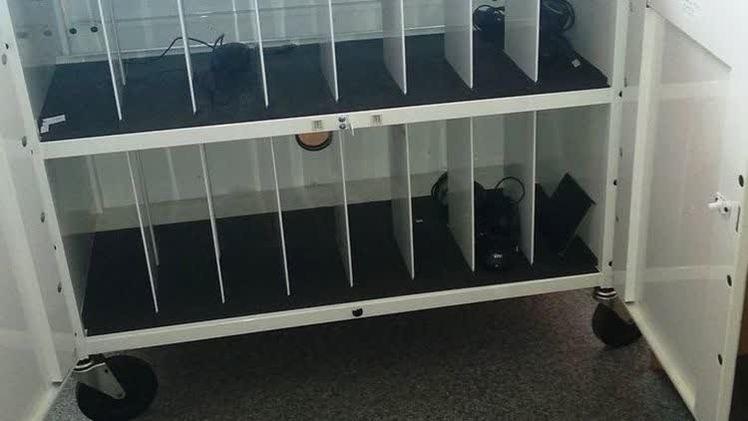 В Чусовом завхоз школы похитил и продал 62 ноутбука