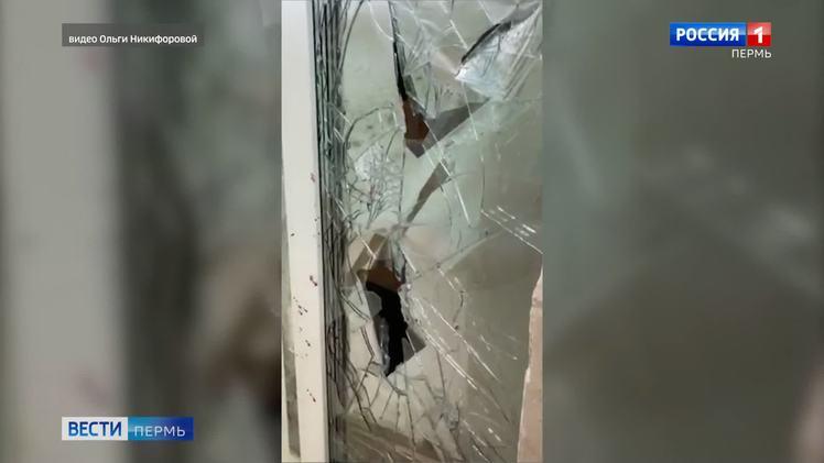 Такой вот капремонт: подвыпившие рабочие разбили 22 окна