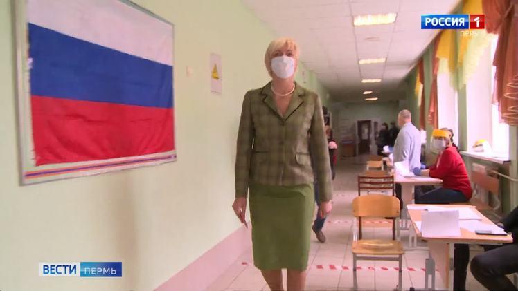В голосовании по поправкам в Конституцию приняла участие Ирина Ивенских