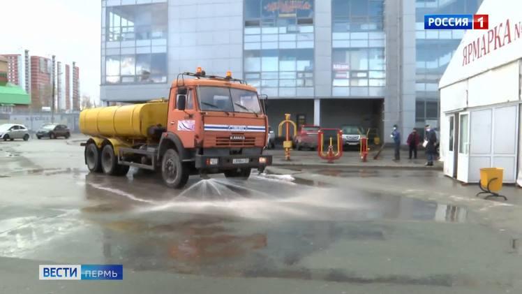 В Перми из-за аномальной жары начали поливать тротуары