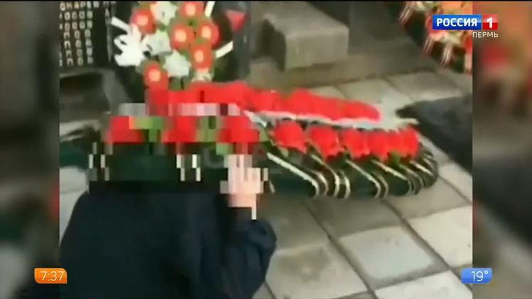 Родителей девочки, которая баловалась с венком на воинском мемориале, привлекут к ответственности