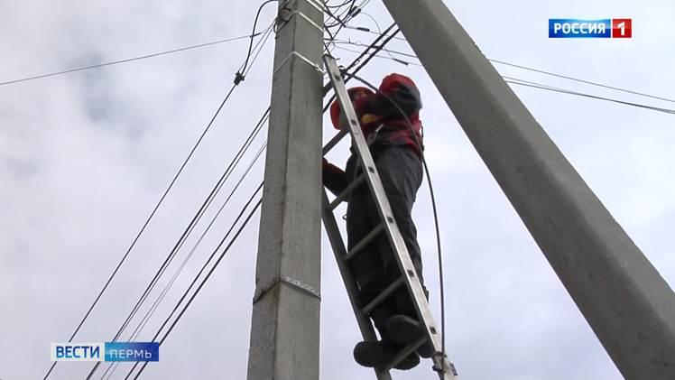 Сильный ветер оставил без электричества 33 населенных пункта