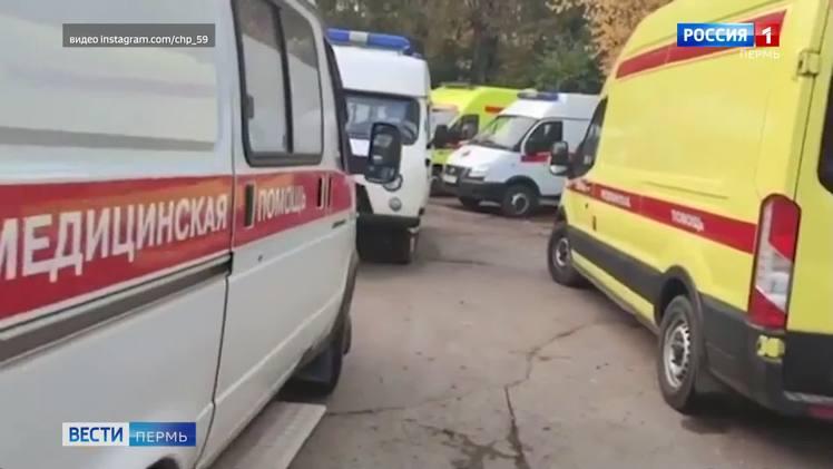 Госпитализация больных: в очереди стоят десятки машин скорой помощи