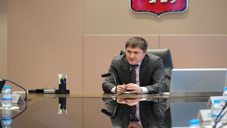 Губернатор обсудил с директорами крупнейших предприятий меры безопасности работников в период пандемии