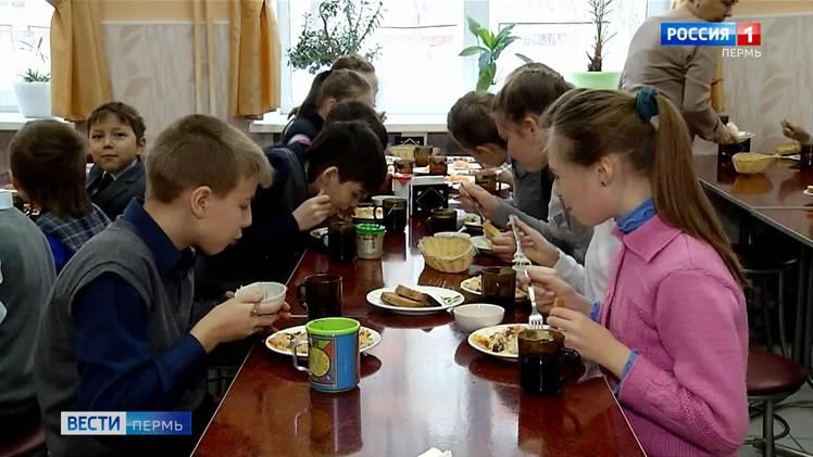 Младшие школьники обеспечены бесплатным горячим питанием на 100%