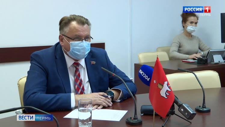 Юрий Уткин провел прямую линию в городском call-центре