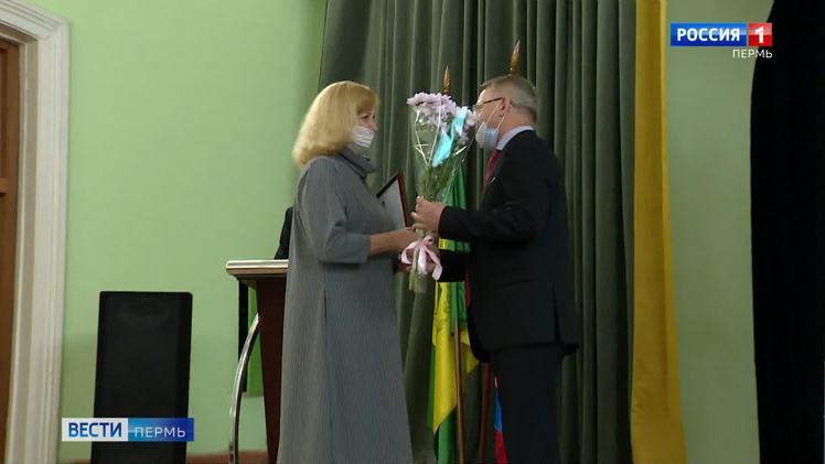 В честь 90-летия ПГАТУ лучшим сотрудникам вручили благодарственные письма и награды