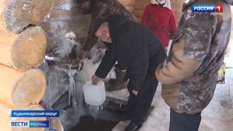 В Крещение жители Коми округа запасаются водой из Пронина ключа