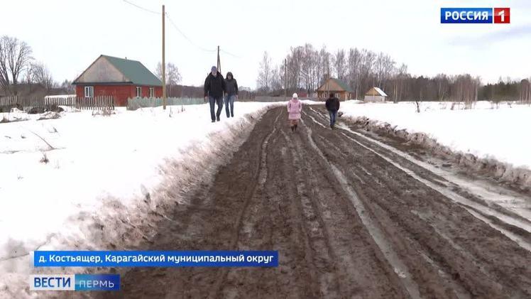 Непроходимая грязь. Жители деревни Костьящер уже несколько лет добиваются нормальной дороги