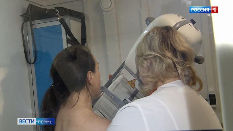 На территории краевой клинической больницы работает мобильный маммограф
